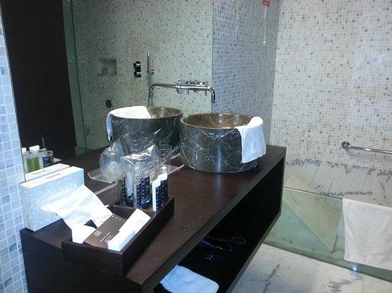 VIP Grand Lisboa Hotel & Spa: salle de bain