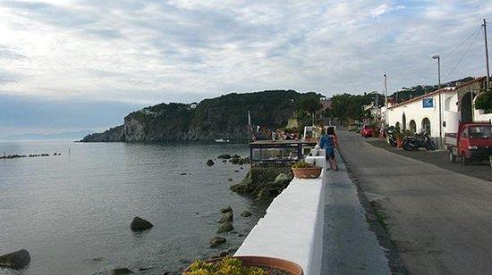 La Rotonda Sul Mare: Побережье справа от Ротонды