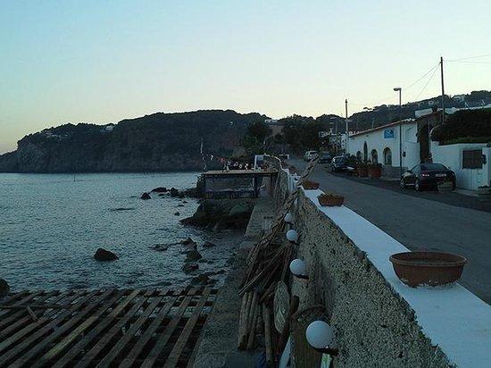 La Rotonda Sul Mare: Строящаяся площадка-пляж ,побережье справа от Ротонды