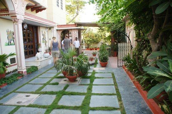 Hotel Madhuban : Binnenplaats