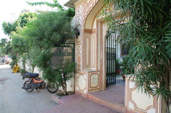 Hotel Madhuban : Ingang
