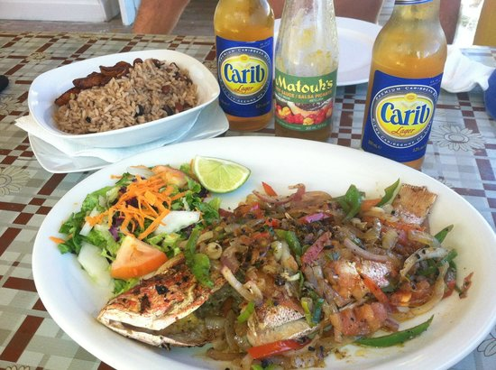 Chez Leandra : Fresh red snapper, rice and peas, Caribes