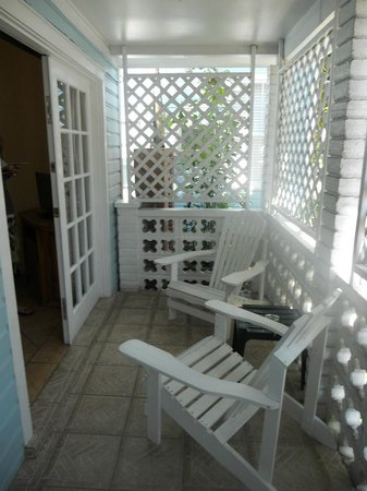 Douglas House: terrasse tres pratique en rdc pour nos vélos de locations!