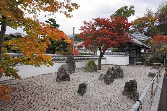 Komyozenji Temple: 枯山水と紅葉