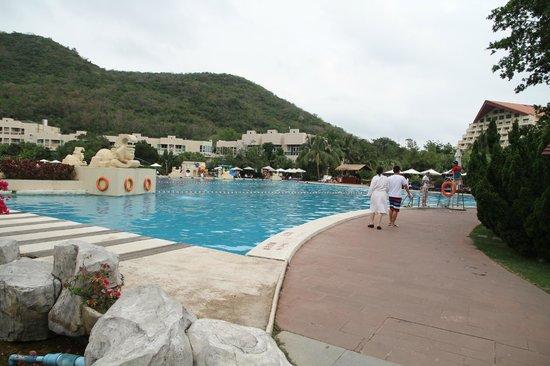 Cactus Resort Sanya by Gloria: Территория отеля