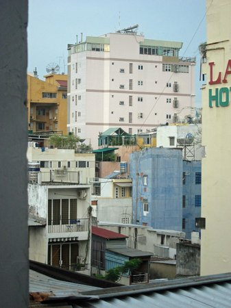 Beautiful Saigon 3 Hotel: View from room 503 (when standing right by the window)