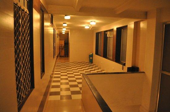 Golden Hotel: Outside room