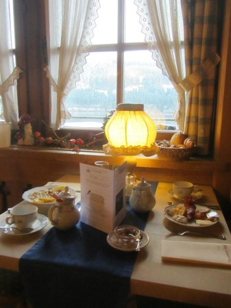 Boutique-Hotel Alemannenhof: Breakfast Table
