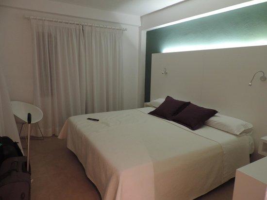 Hotel Sa Roqueta: schickes Zimmer
