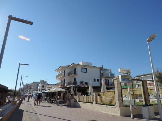 Hotel Sa Roqueta: von der Promenade aus
