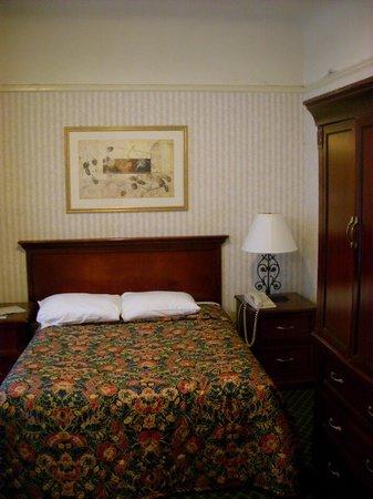 Union Square Plaza Hotel: Basic room