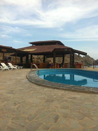 Hotel Puerto Inka: piscine et salle à diner