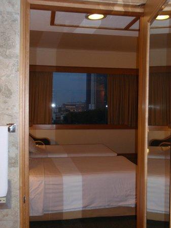Furama City Centre: Twin Room