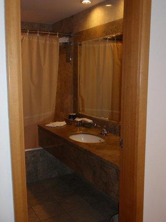 Furama City Centre: Bathroom