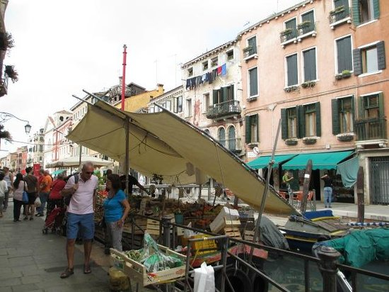 Hotel Ca' Formenta : Floating veg market at end of Via Garibaldi