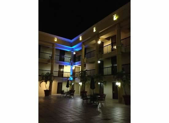 Windward Passage Hotel: lights