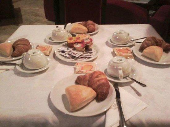 Clarion Collection Hotel Astoria: вот такой у нас был завтрак...