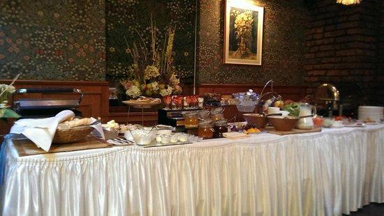 Swiss Hotel: the Breakfast