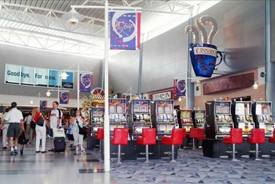 McCarran Intl Airport: Máquinas tragaperras