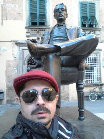 Puccini Museum - Casa natale : Estatua de Puccini