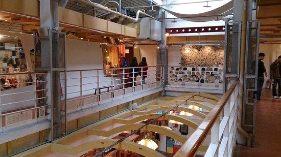 Ximen Red House - Ximending: 改装後の西門紅楼 内装