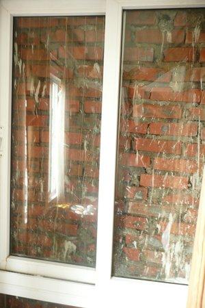 May de Ville Old Quarter Hotel : pourquoi une fenetre devant un mur ?