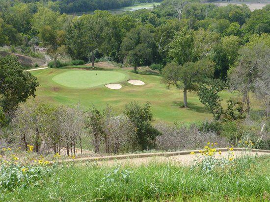 ColoVista Golf Club: No 15, a Par3 with a 100' elevation drop from tee to green.