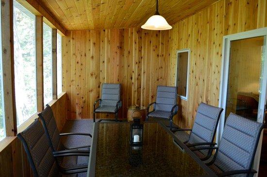 Tall Timbers Resort: Bluegill Cabin Screen Porch
