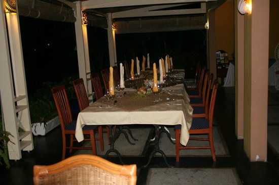 Les Lataniers Bleus : A table !