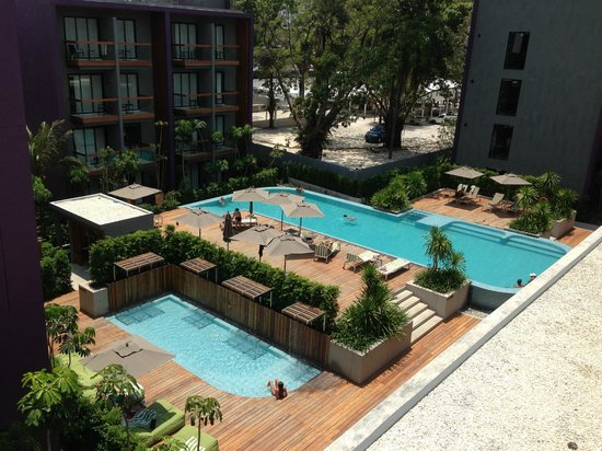 Holiday Inn Express Phuket Patong Beach Central: Pool view from the room