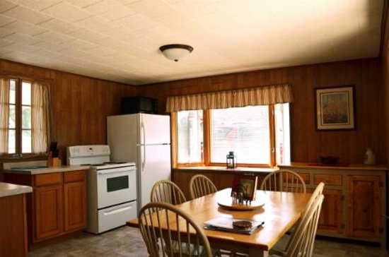 Tall Timbers Resort: Cove Cabin Kitchen