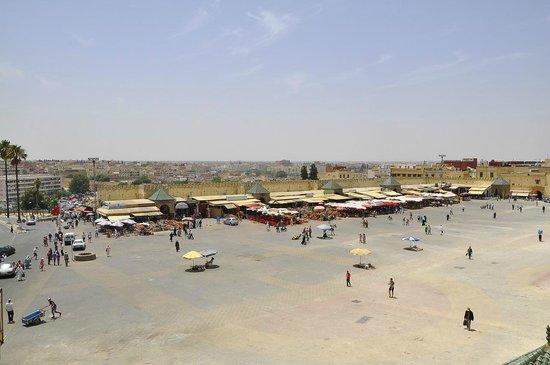 Pavillon des Idrissides: il panorama sulla piazza...