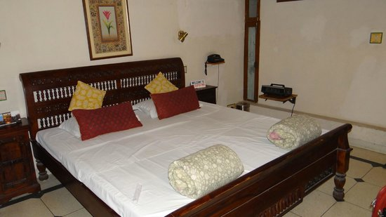 Jaipur Inn: room2