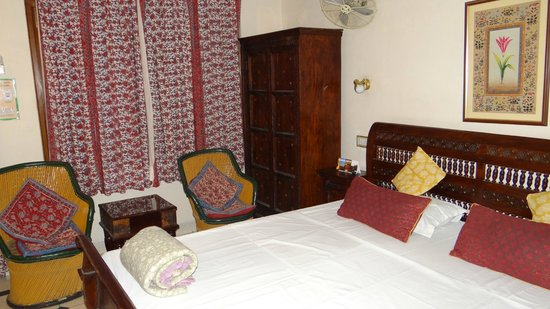 Jaipur Inn: room1