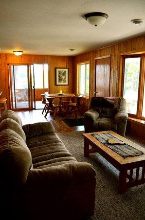 Tall Timbers Resort: Hillside Cabin Living Room