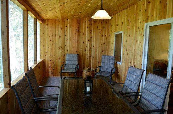 Tall Timbers Resort: Blue Gill Cabin Screen Porch