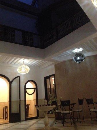 Riad Ghemza: Riad by night