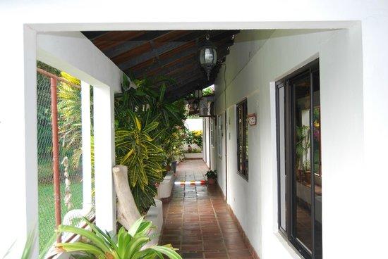 Posada del Mar: Exterior hall to rooms