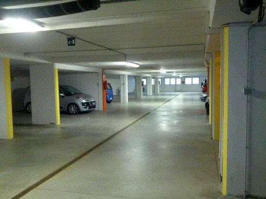Residence Tyrol: GARAGE CON POSTO RISERVATO