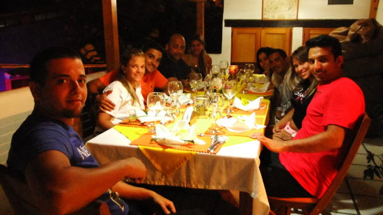 Posada Sol & Luna: Algunos de nuestros huespedes disfrutando una cena!