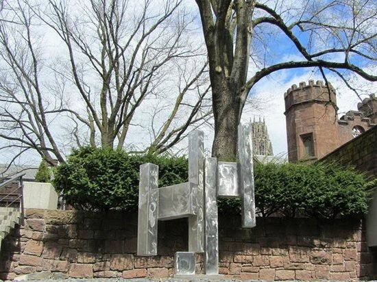 Yale University Art Gallery: sculpture garden