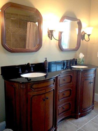 The Inn at Rosehill & Rosehill Stables: Spanish Riding School suite bathroom vanity.
