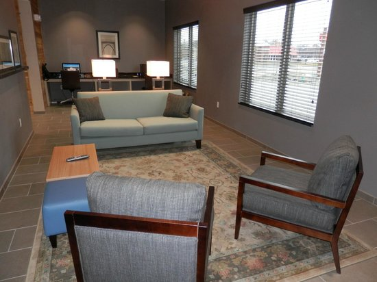 Country Inn & Suites By Carlson, Springfield: Hotel Lobby & Business Center