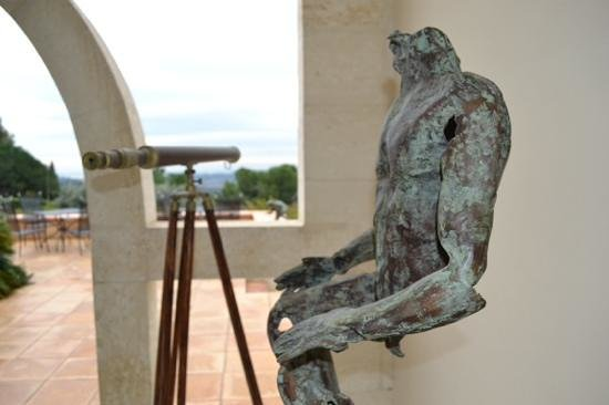 Villa St Maxime : Fabulous art here and everywhere in St Paul.