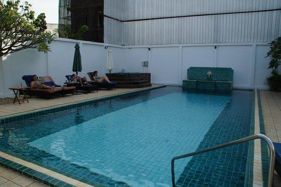 Best Western Vientiane Hotel: Beetje verouderd zwembad