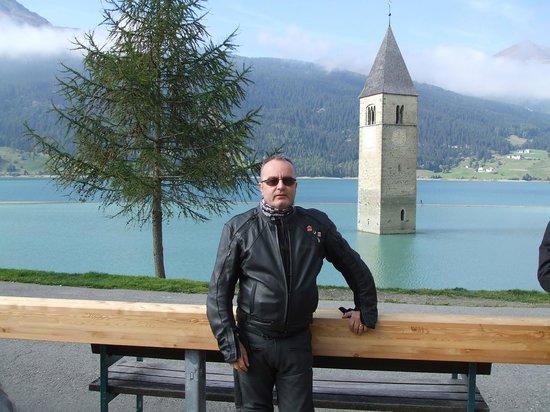 Hotel Enzian: closeby as you drop into Italy