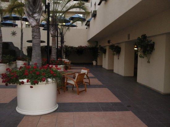 JW Marriott Santa Monica Le Merigot : Внутренний двор отеля