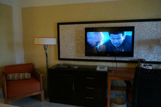 Radisson Aquatica Resort Barbados: TV Area (1st floor room - very similar in pool view room)
