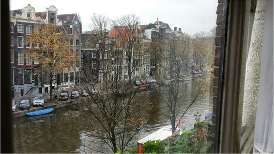 Hotel Hoksbergen : Our 3rd floor canal - view room.