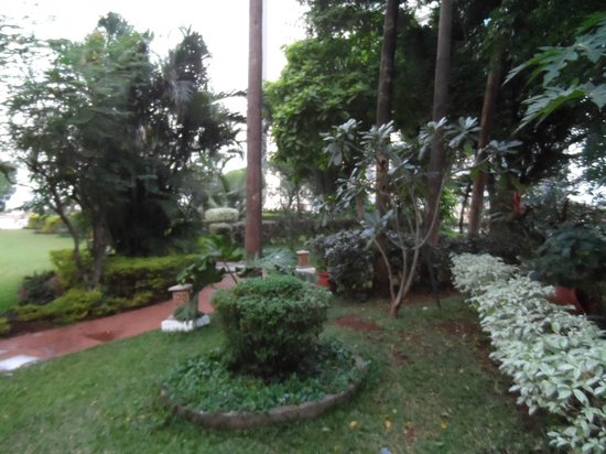 Trident, Nariman Point : gardens on the 9th floor